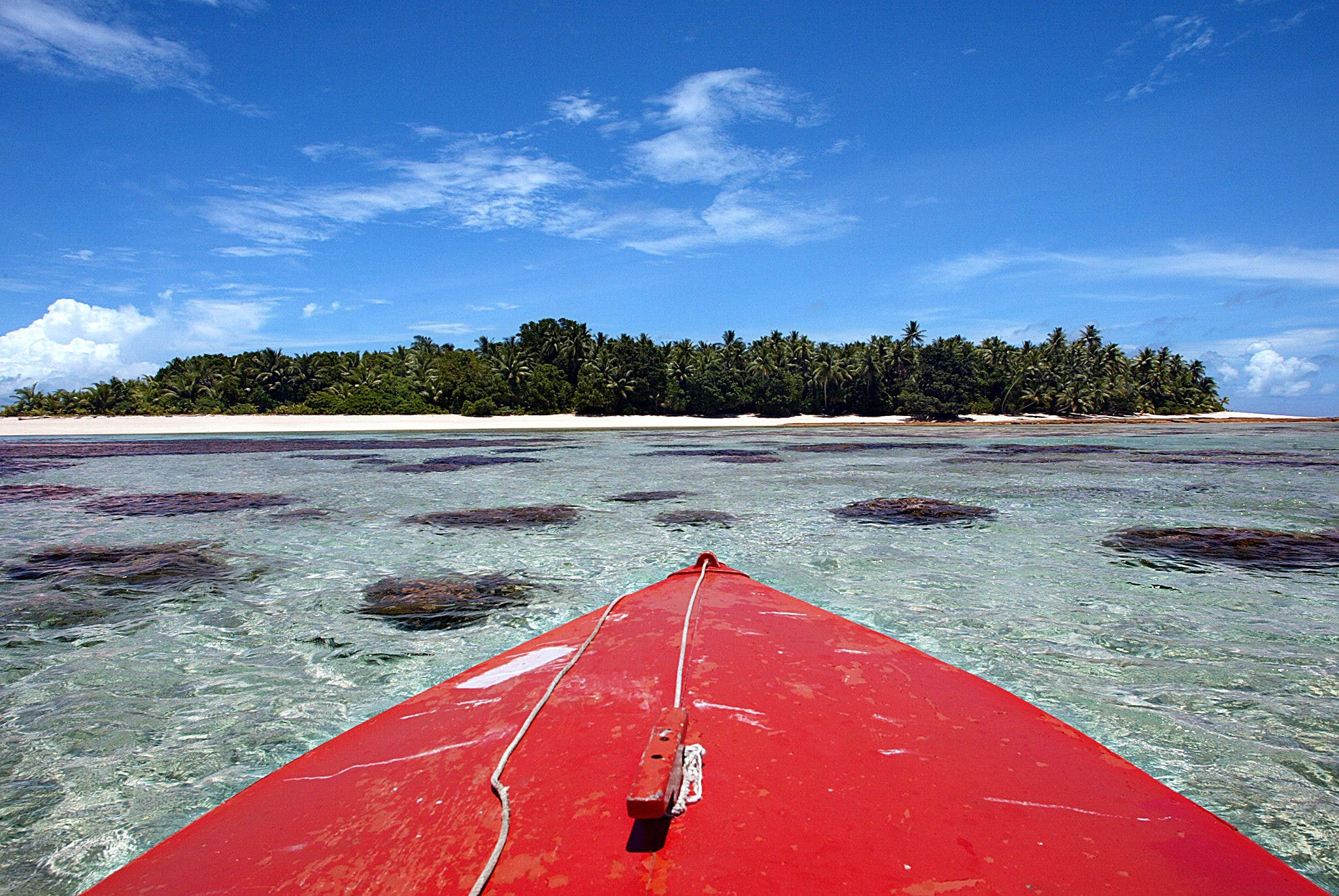 The pristine waters which surround Tepuka Islet on Funafuti in Tuvalu, on February 22, 2004. (AFP)