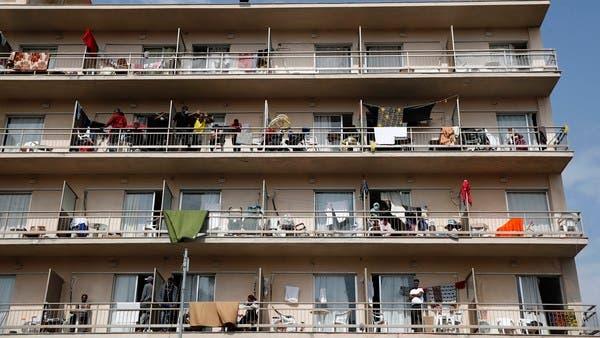 في فندق على البحر.. إصابة 150 من طالبي اللجوء باليونان
