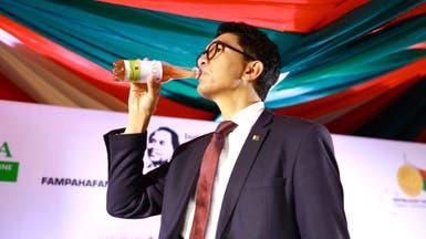 سبق العالم والأبحاث.. رئيس دولة يعلن عن علاج لكورونا