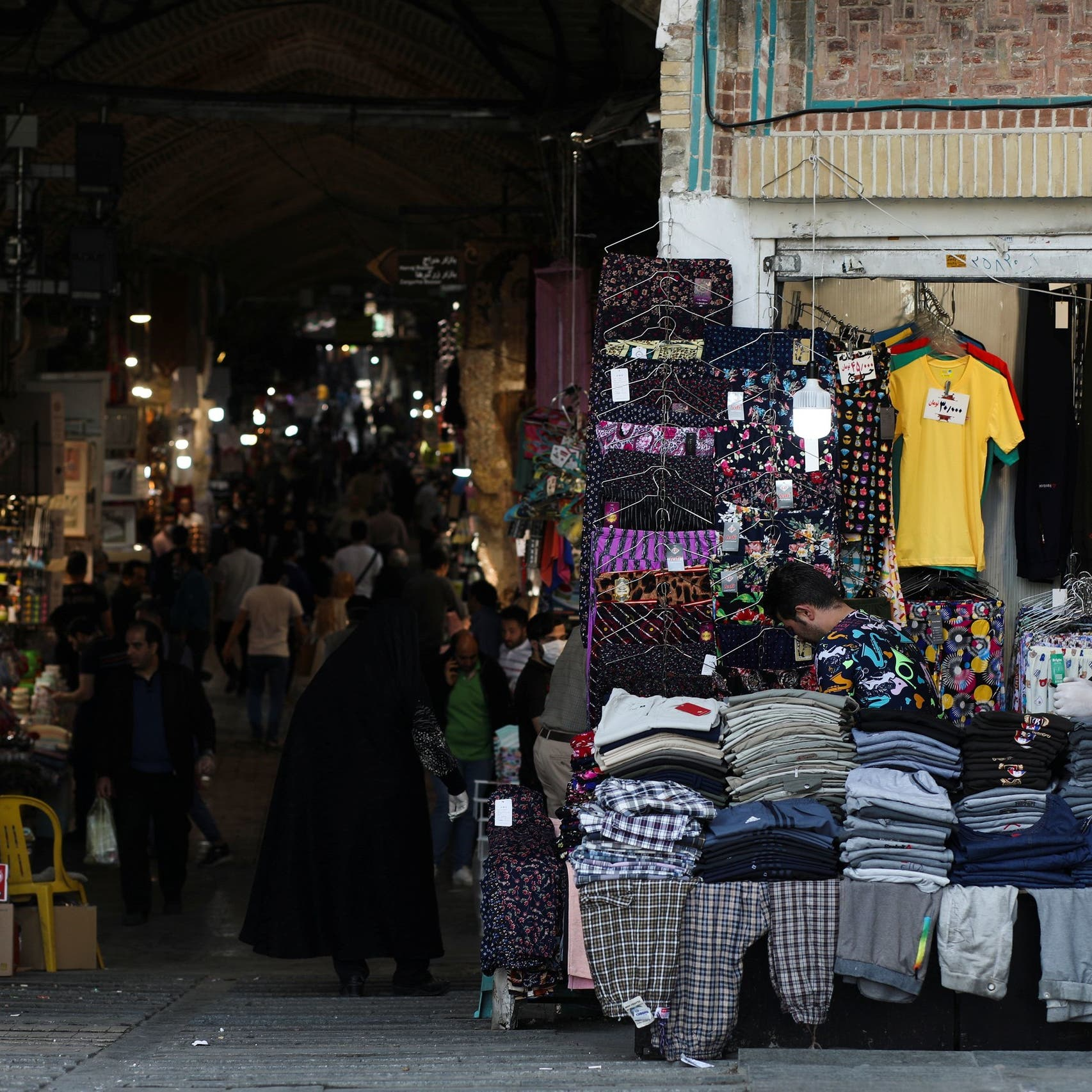 فيديو صادم من إيران.. طابور للتسوق في زمن كورونا