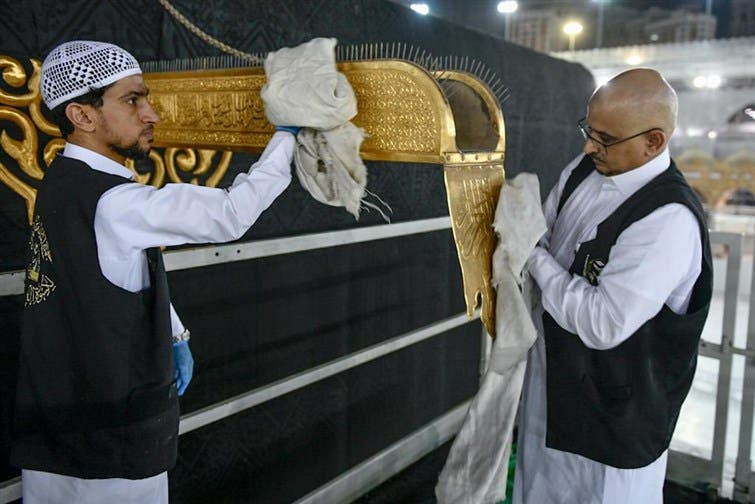 The General Presidency for the Affairs of the Two Holy Mosques's team cleans and sterilizes the cover (Kiswa) and surface of the Holy Kaaba in Mecca, Saudi Arabia, April 21, 2020. (Twitter) 2