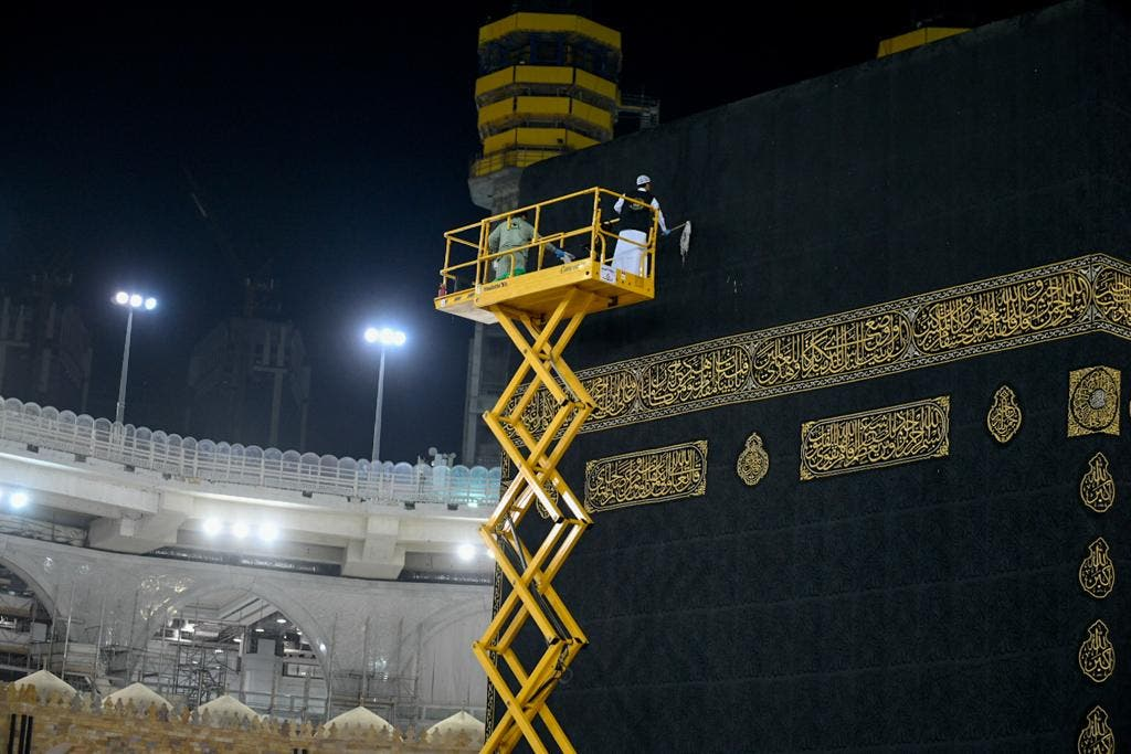 The General Presidency for the Affairs of the Two Holy Mosques's team cleans and sterilizes the cover (Kiswa) and surface of the Holy Kaaba in Mecca, Saudi Arabia, April 21, 2020. (Twitter) 3