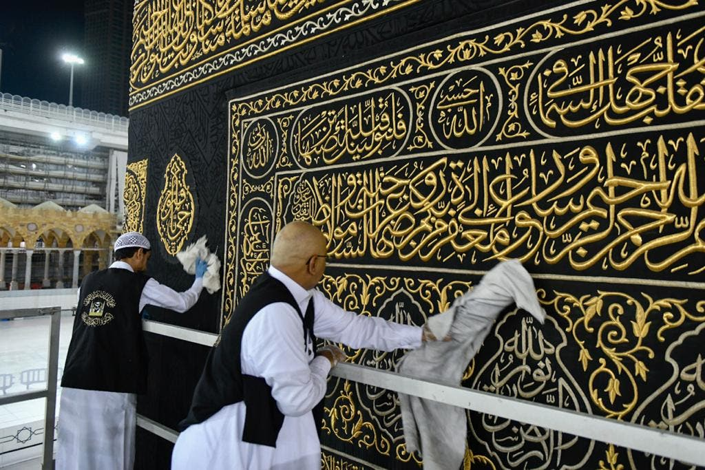 The General Presidency for the Affairs of the Two Holy Mosques's team cleans and sterilizes the cover (Kiswa) and surface of the Holy Kaaba in Mecca, Saudi Arabia, April 21, 2020. (Twitter) 7
