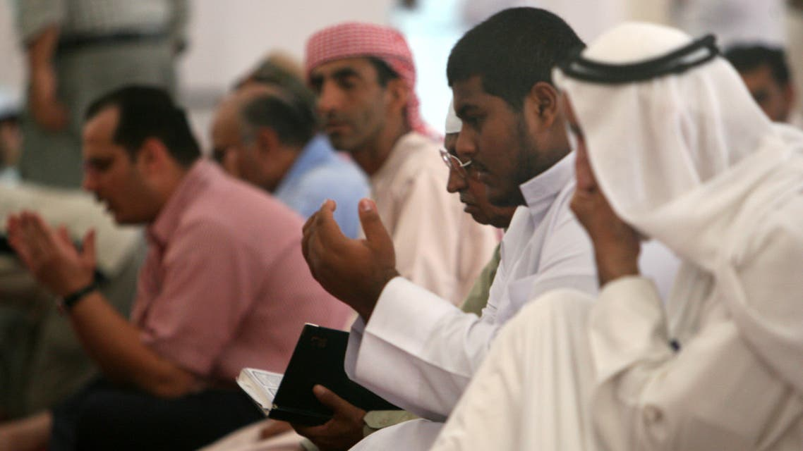 Muslims pray during the holy month of Ramadan inside a mosque in Dubai October 5, 2006. (Reuters)