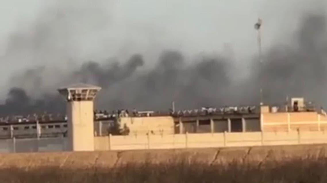 الدخان المتصاعد من سجن الأهواز أثناء الاحتجاجات