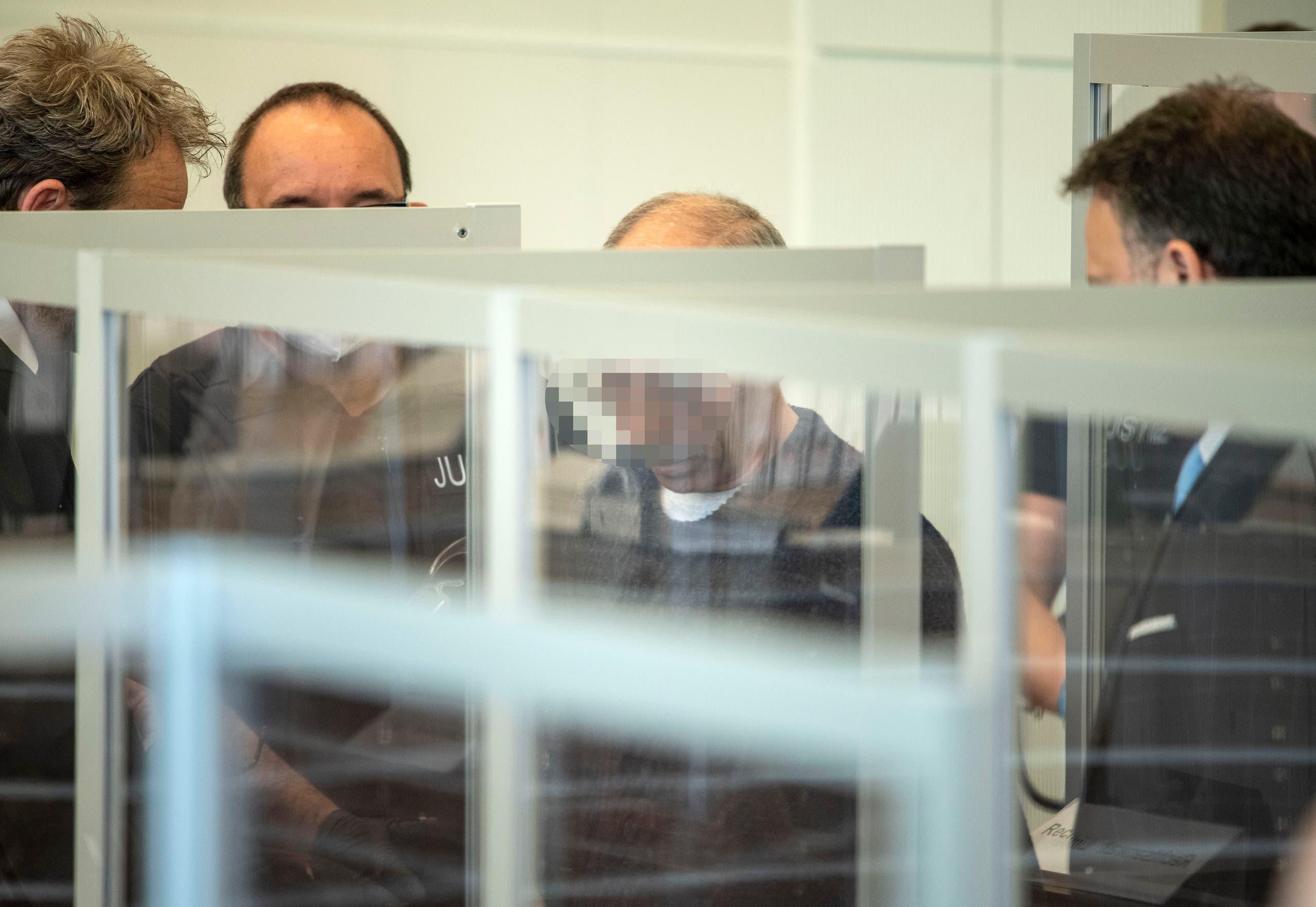 """المتهم الأول """"أنور ر."""" يصل للمحاكمة"""