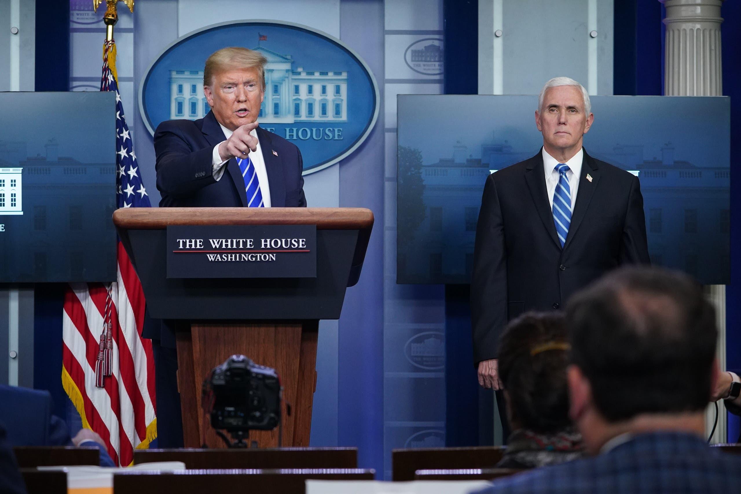 الرئيس الأميركي دونالد ترمب ونائبه مايك بنس