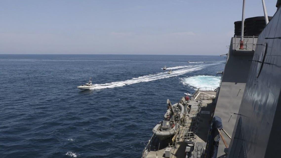 سفن إيرانية تقترب من باخرة أميركية