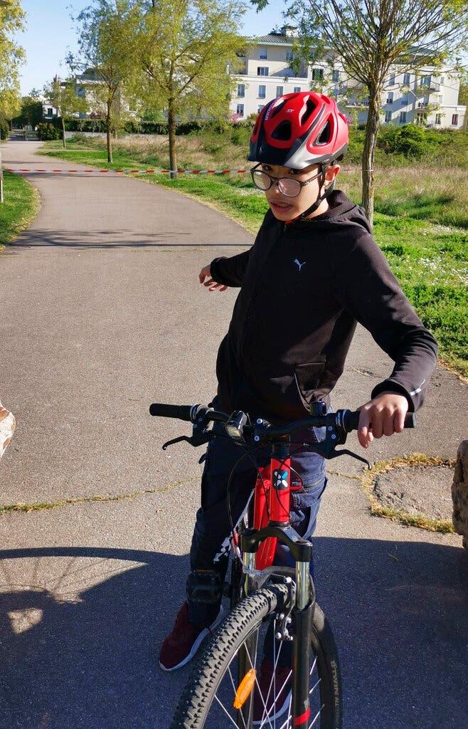 محمد يركب الدراجة