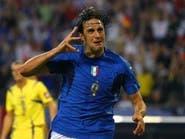 """بطل كأس العالم يوزع """"البيتزا"""" على المسعفين في إيطاليا"""