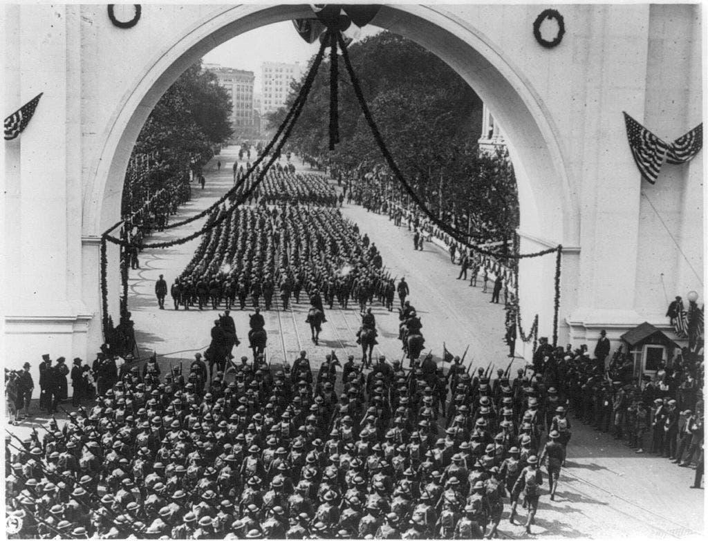 استعراض للجنود الأميركيين عقب عودتهم من الحرب العالمية الأولى