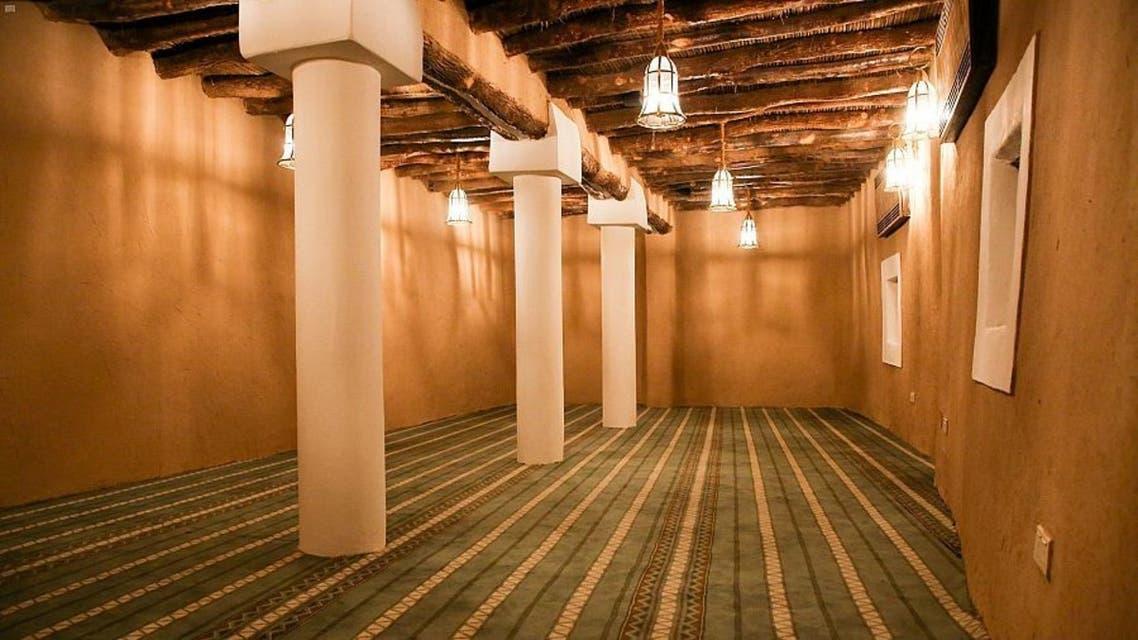 المسجد من الداخل بعد ترميمه
