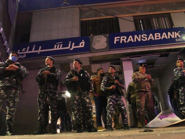 شاهد اعتداءات متنقلة على مصارف في لبنان.. بالقنابل