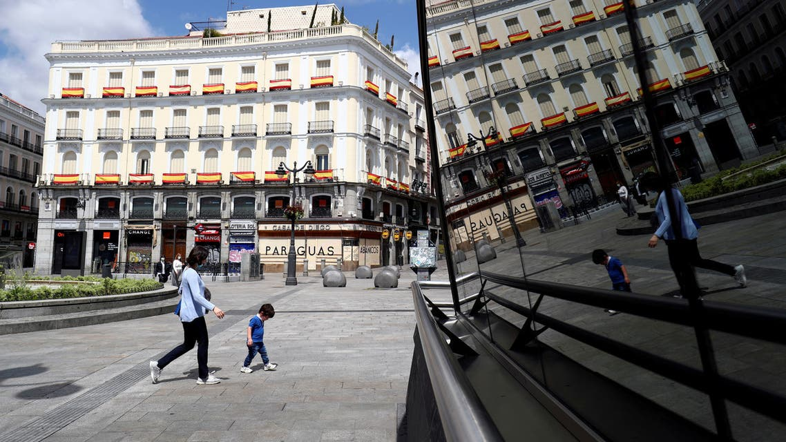 من مدريد يوم 26 أبريل رويترز
