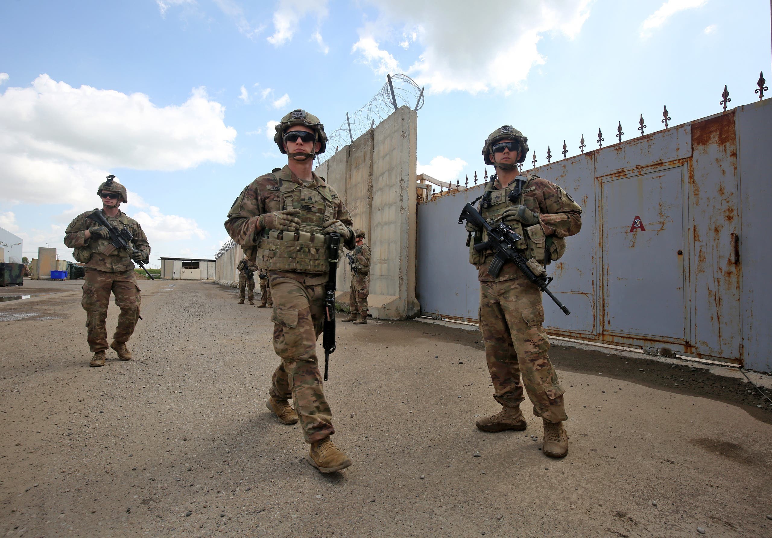 US army soldiers walk around at the K1 Air Base northwest of Kirkuk in northern Iraq before a planned US pullout on March 29, 2020. (File photo: AFP)