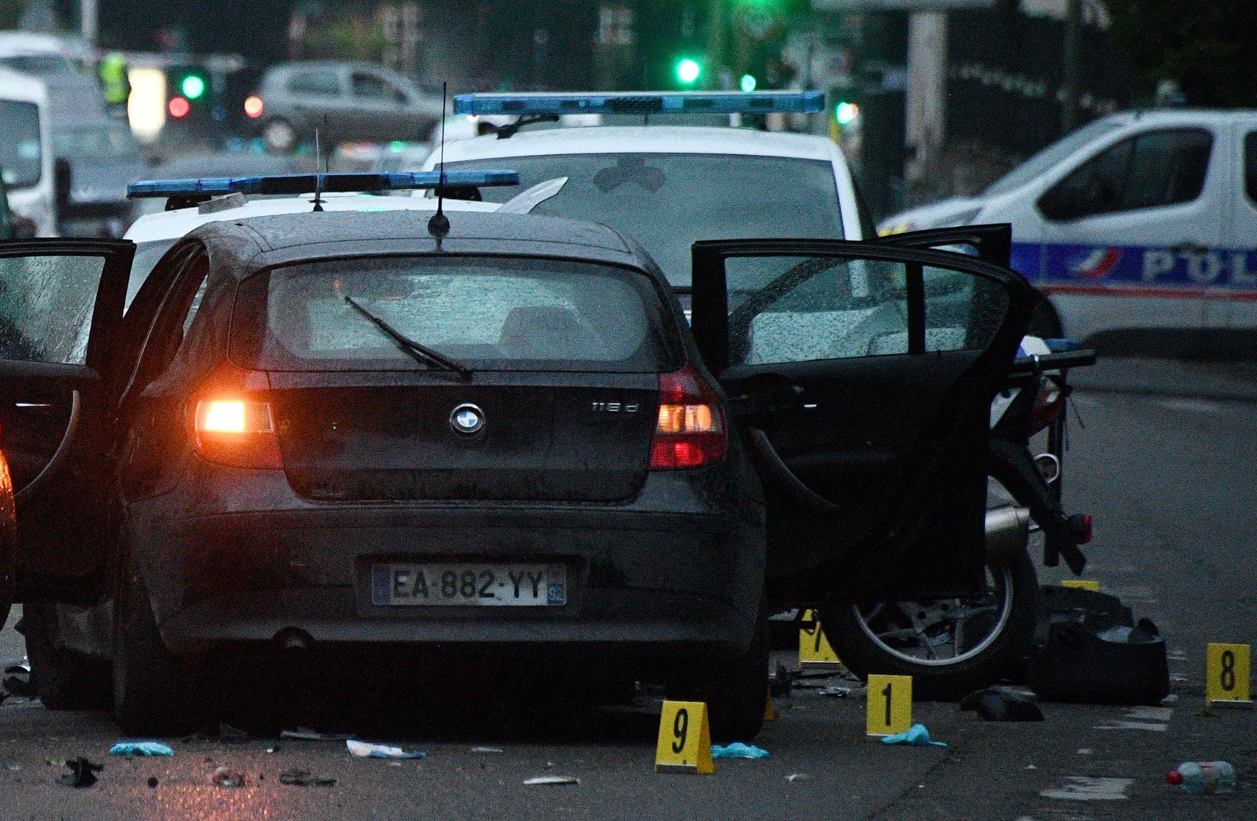 صدم شرطيين بفرنسا