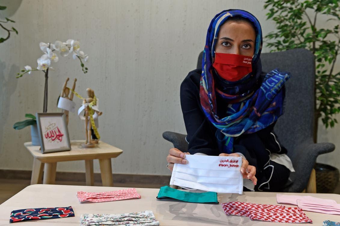 المصممة نور خمدان تقدم تصاميمها من الأقنعة