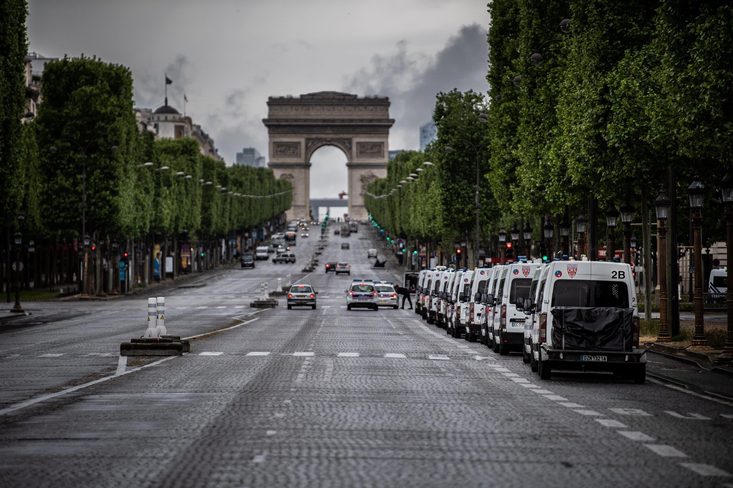 من شارع الشانزليزيه في باريس