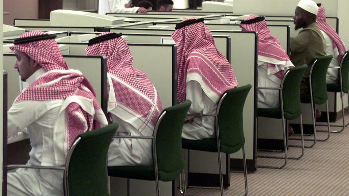 Saudi students attend a computer class at King Saud University in Riyadh, Saudi Arabia, October 30, 2002. (File photo: Reuters)