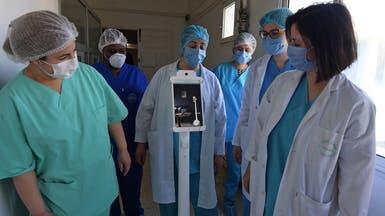 تونس.. روبوت يسمح للأطباء والأقارب بالتواصل مع مرضى كورونا