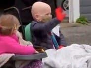 استقبال پرشکوه آمریکاییها از کودکی که سرطان و کرونا را با هم شکست داد