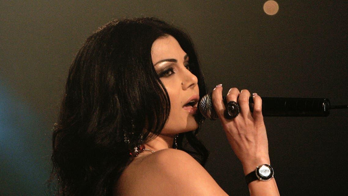 Lebanese singer Haifa Wehbe performs in a Dubai hotel, June 18, 2006. (Reuters)