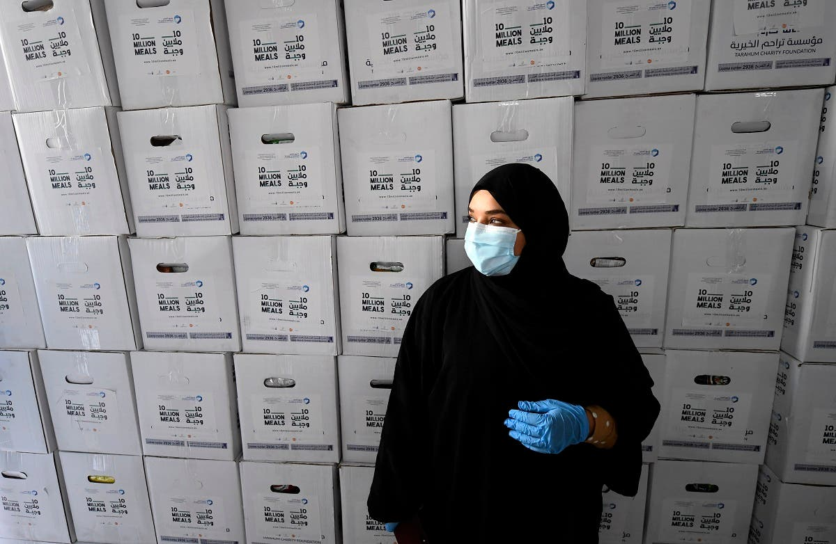 An Emirati volunteer takes part in the charity campaign led by Dubai's ruler Sheikh Mohammed bin Rashid al-Maktoum to deliver meals to those who have lost their income due to the coronavirus crisis, on May 3, 2020. (AFP)