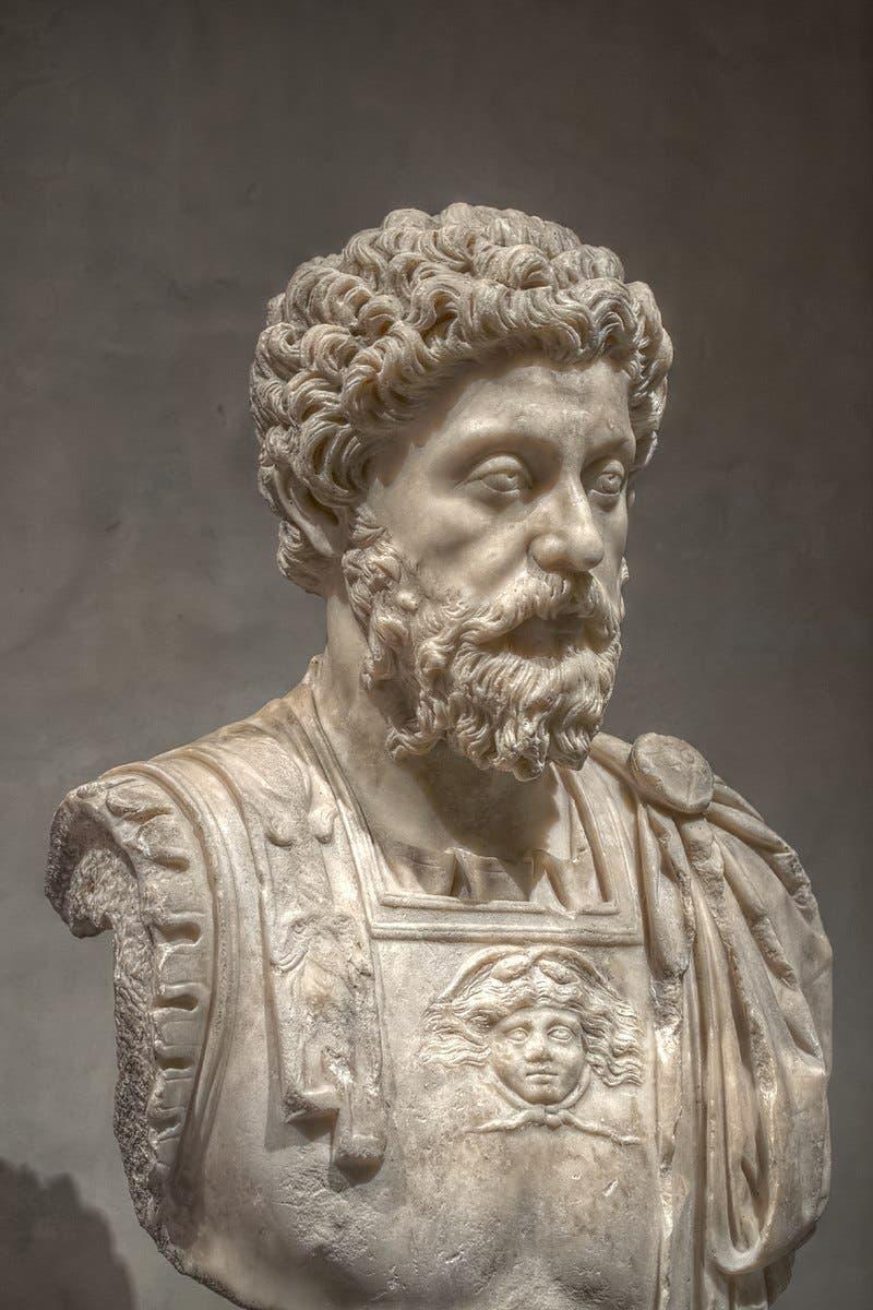 تمثال نصفي للإمبراطور ماركوس أوريليوس