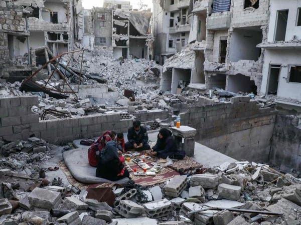 صور تدمي القلب..  إفطار سوري فوق الأنقاض