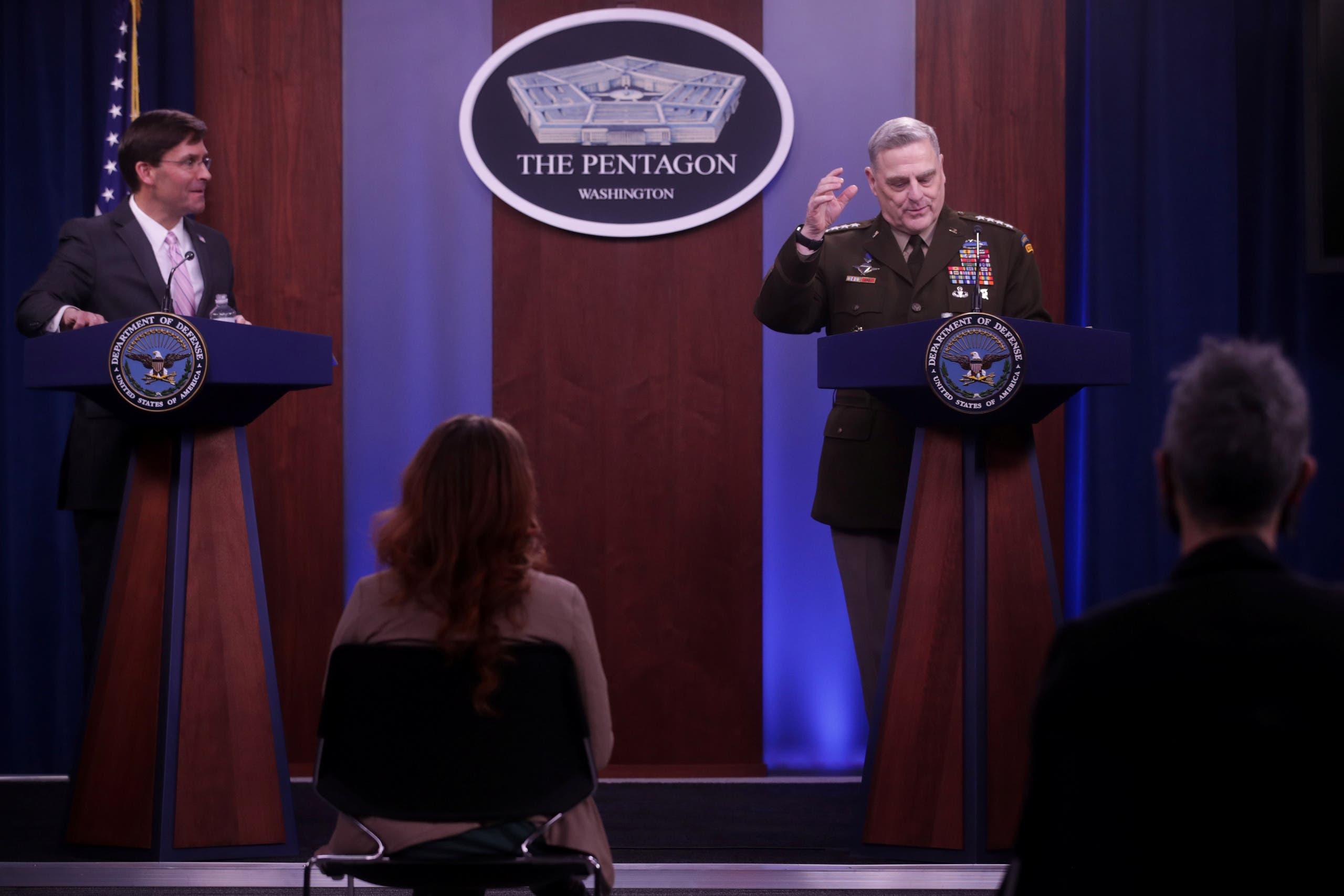 وزير الدفاع مارك إسبر مع رئيس هيئة الأركان الأميركية الجنرال مارك ميلي(أرشيفية- رويترز)