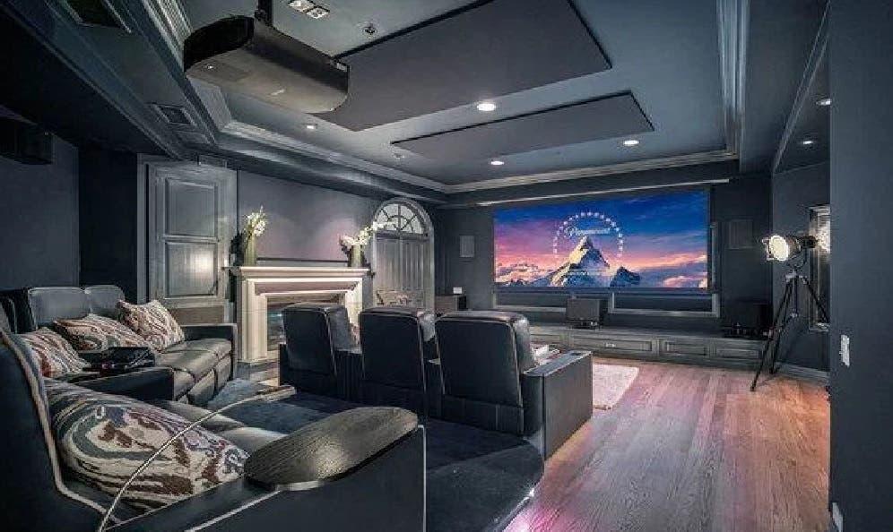 صالة السينما في منزل هاري وميغان