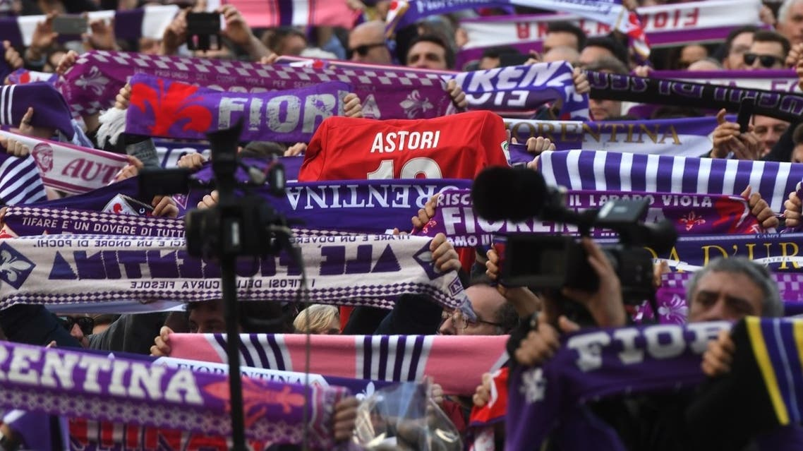 Fiorentina's supporters pay homage to Fiorentina's captain Davide Astori as his coffin is carried out of Santa Croce basilica at the end of the funeral on March 8, 2018. (Reuters)