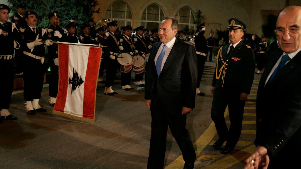 Lebanon's President Emile Lahoud reviews an honour guard in Baabda, near Beirut, November 23, 2007. (Reuters)