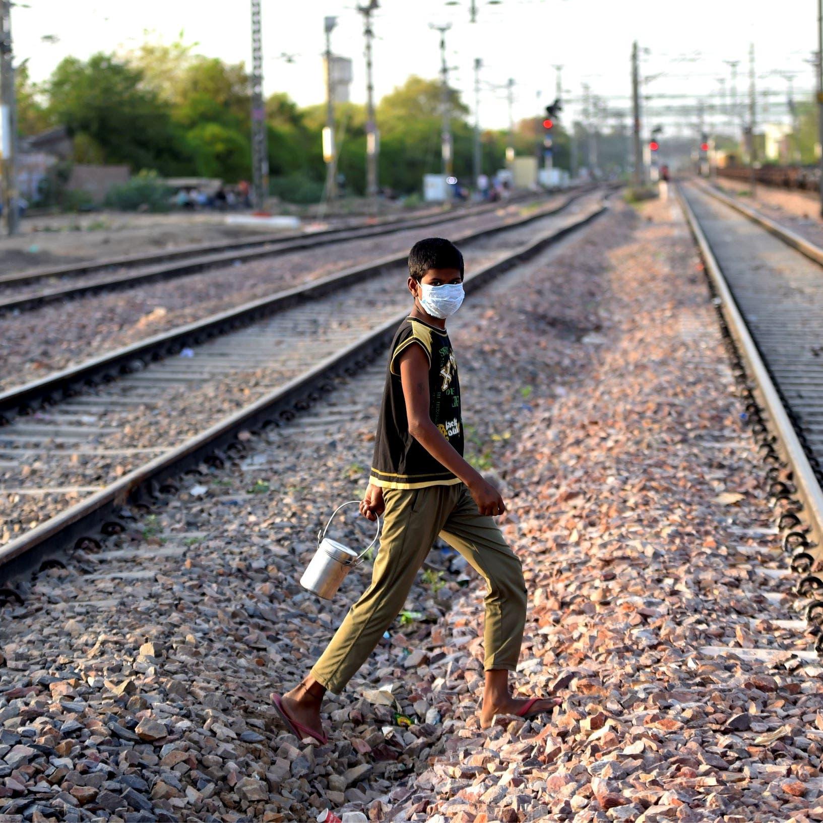 الهند.. قطار يدهس عمالاً مهاجرين ويقتل 14 على الأقل