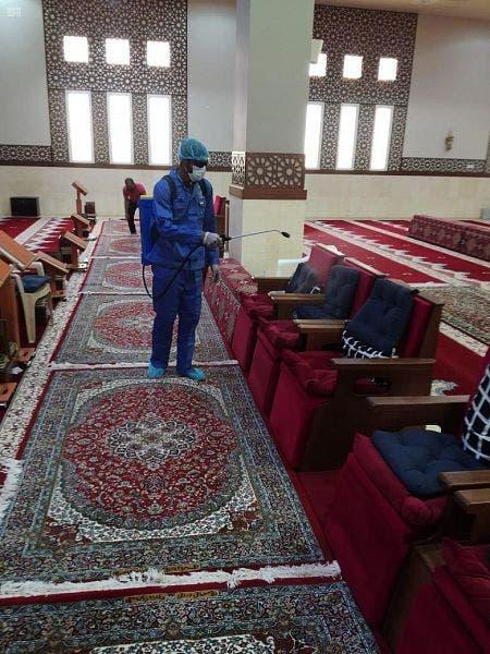 من عملية تعقيم المساجد بالسعودية (أرشيفية)