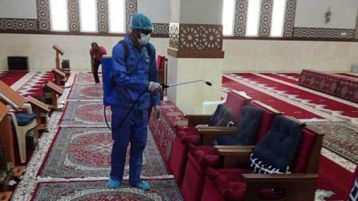 من عملية تعقيم المساجد بالسعودية