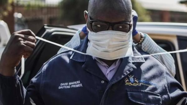 فقد شقيقه قبل قرن في وباء.. جنوب إفريقي 116 عاما مصاب بكورونا