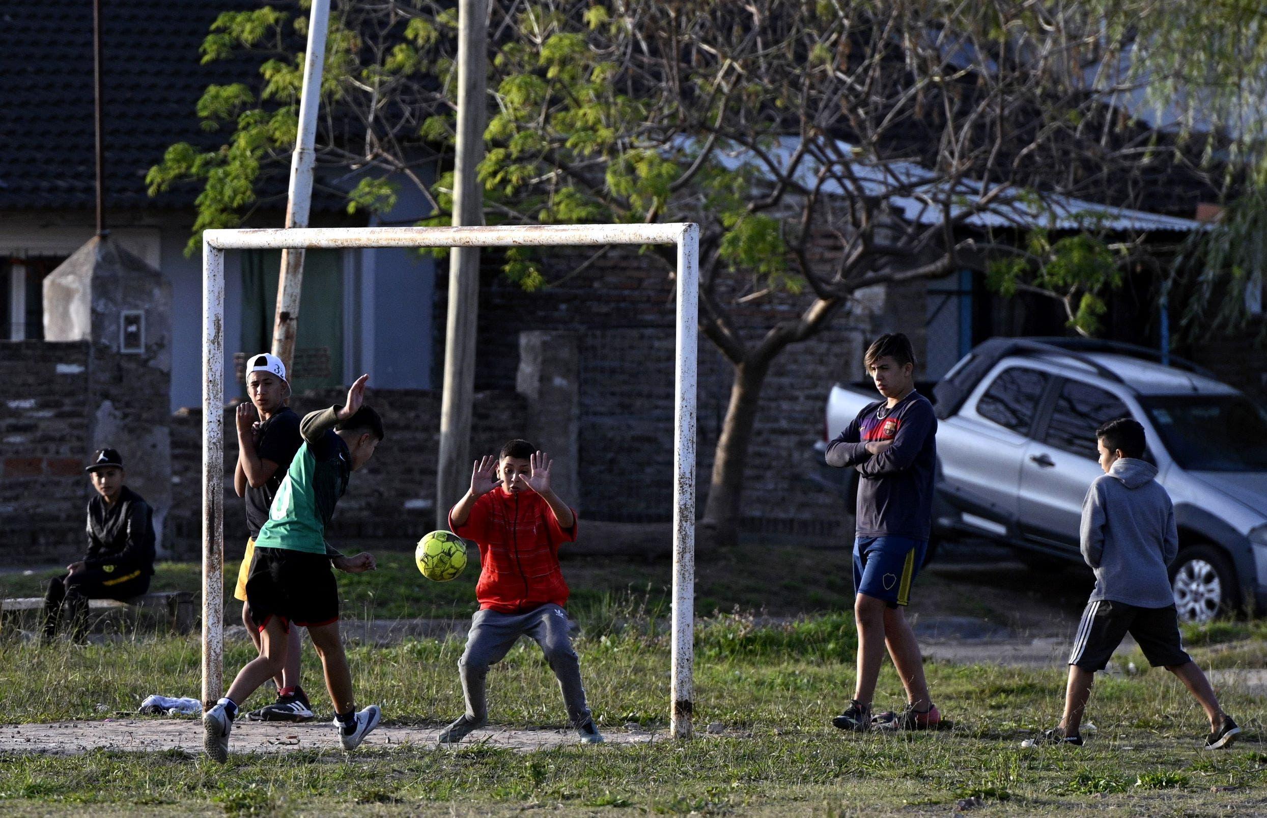 أطفال يلعبون في بيونس أيريس