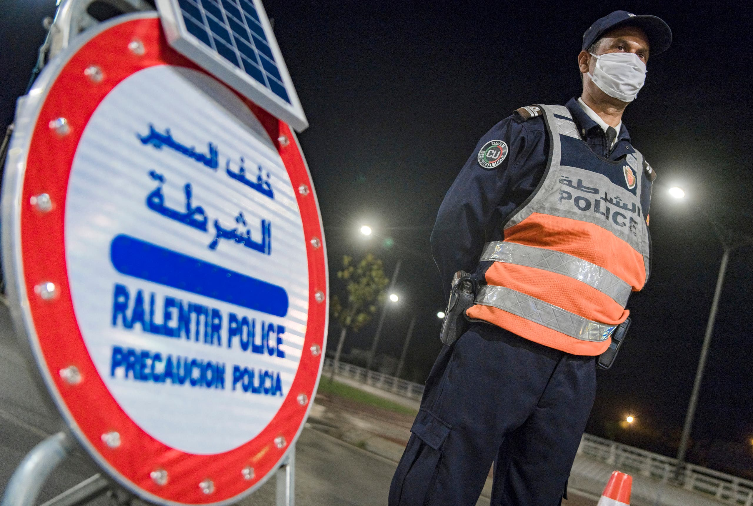 الشرطة تراقب حظر التجول في الرباط