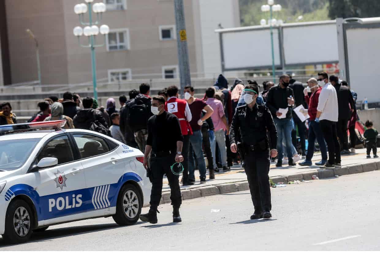 لاجؤون سوريون في إزمير بتركيا