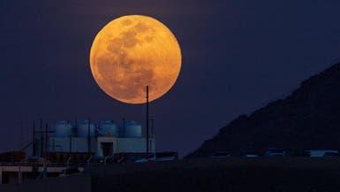 """""""القمر العملاق"""" يزين سماء السعودية"""