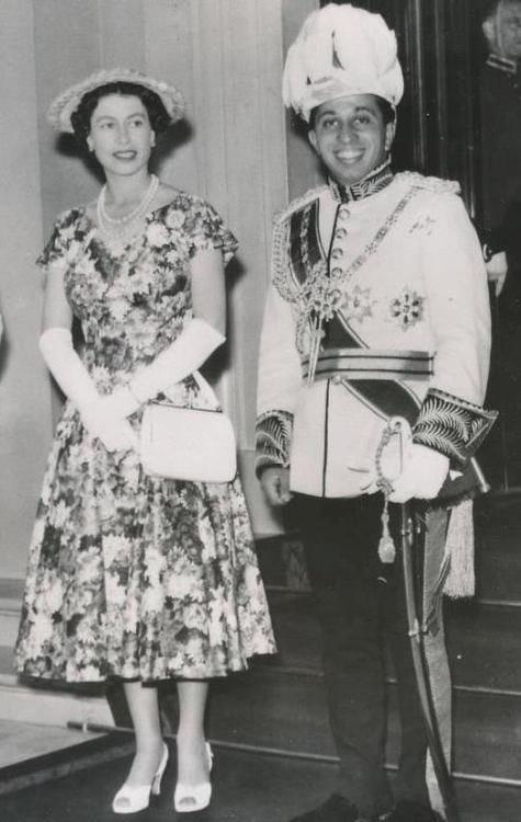 King Faisal II with the UK's Queen Elizabeth II. (Twitter, @MiranShamall)