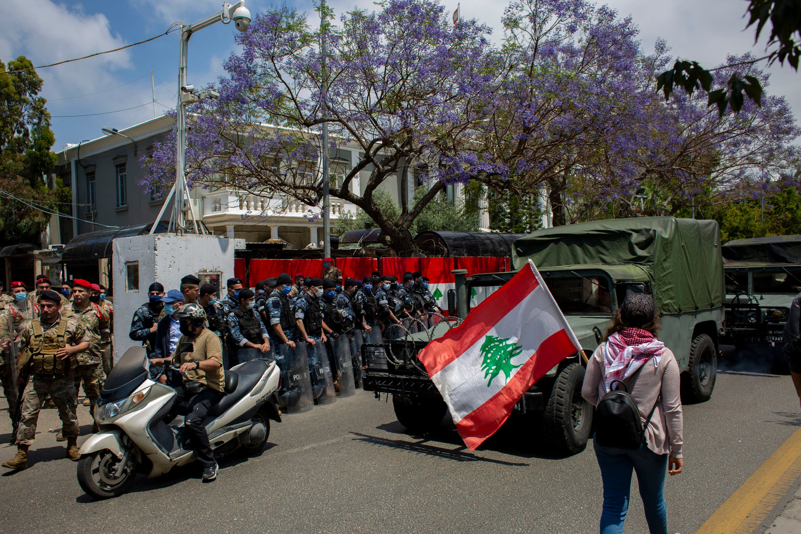 Lebanese soldiers from the military police unit stand guard during ongoing protests, outside the military court in Beirut on May 7, 2020. (AP)