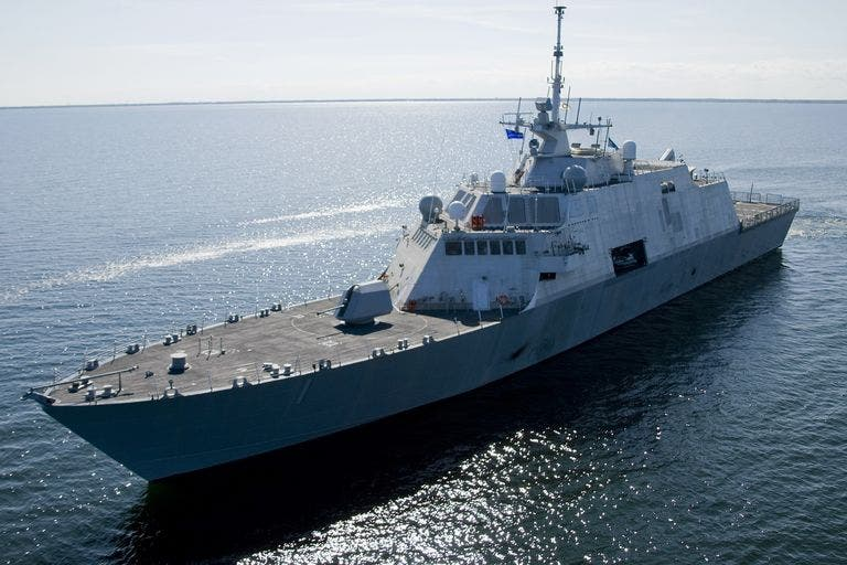 USS Freedom  واحدة من أول سفينتين قتاليتين ساحليتين