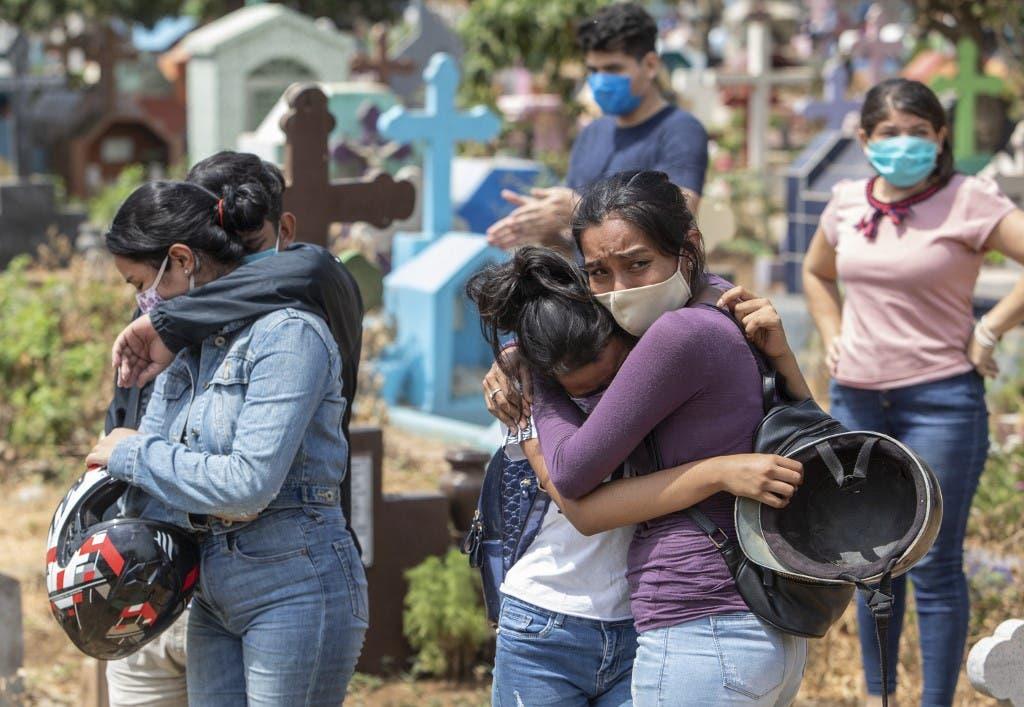 أقارب ضحايا فيروس كورونا في الهند - فرانس برس