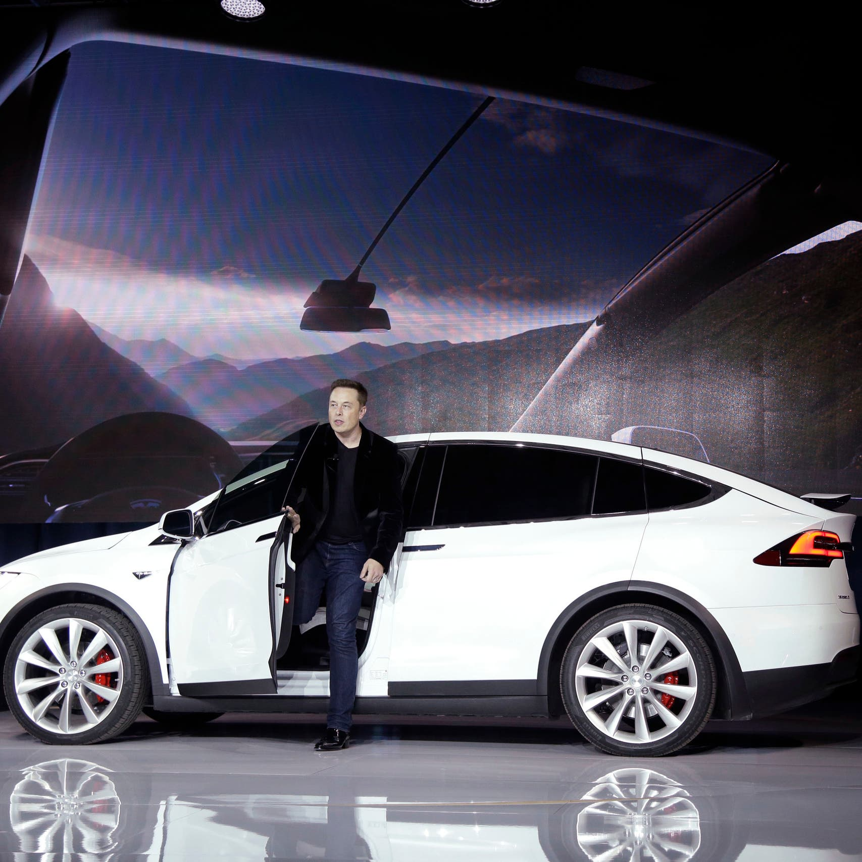 Tesla reports record deliveries as chip crunch tests industry
