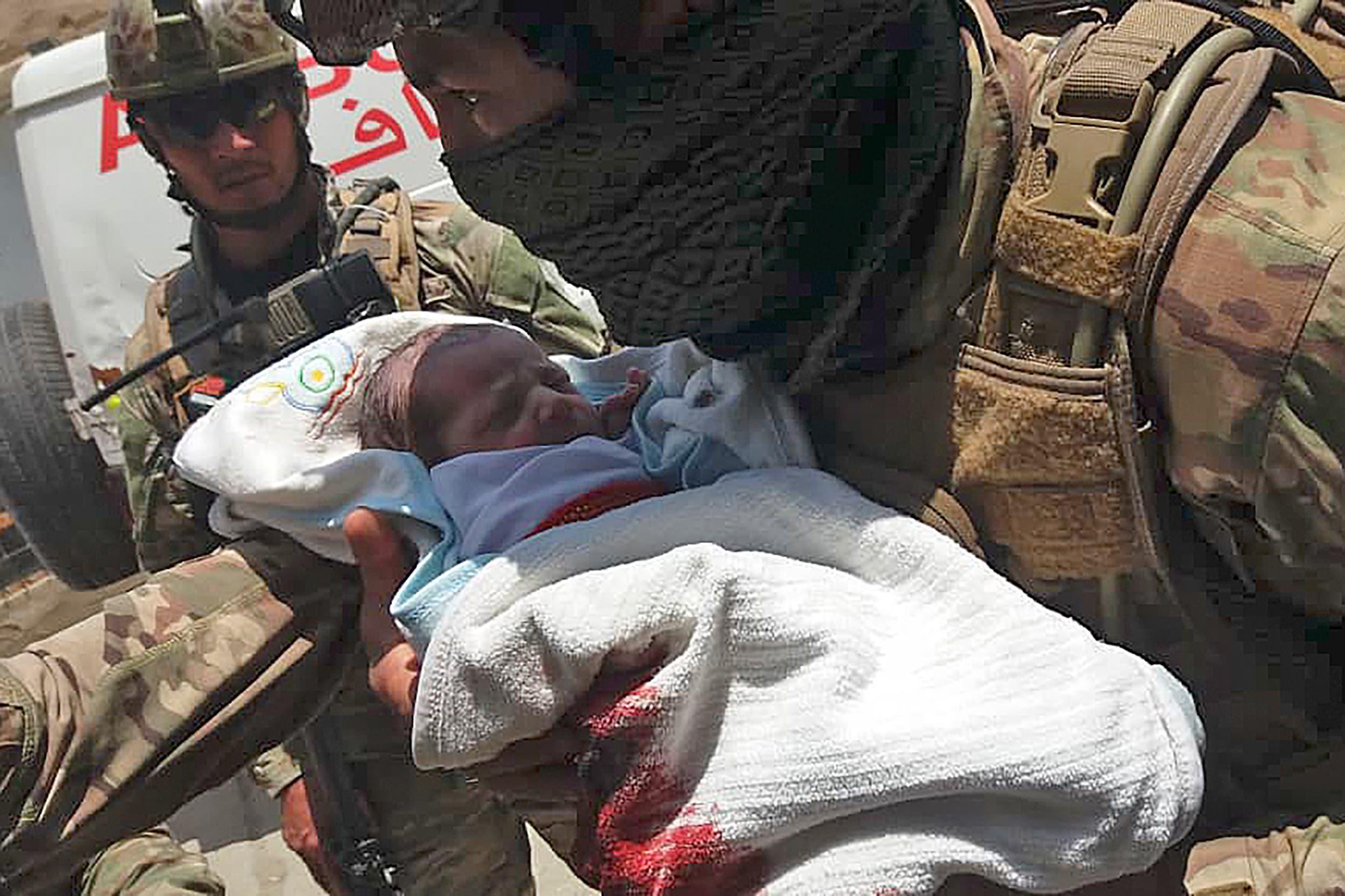 خلال إجلاء أطفال حديثي الولادة
