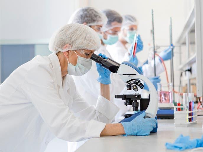 كيف ينتقي ضحاياه.. دراسة بريطانية لحل لغز كورونا الجيني