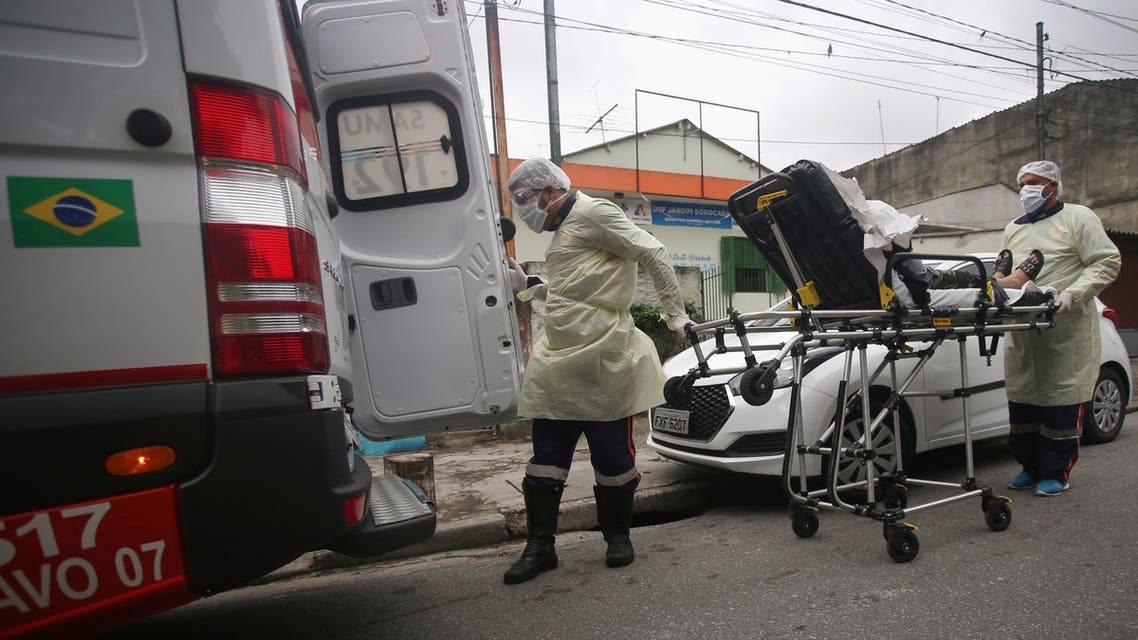 Nurses of Emergency Rescue Service (SAMU) transport a patient from a basic heath unit to a hospital during the coronavirus (COVID-19) outbreak in Santo Andre, Sao Paulo State, Brazil, May 7, 2020. Picture taken May 7, 2020. REUTERS/Rahel Patrasso