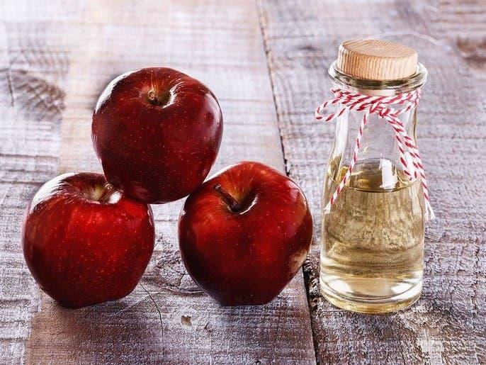 4 مشاكل صعبة تطال البشرة ويعالجها خل التفاح